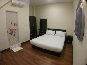 Malaya Guest House, Homestays  Budai - big - 32