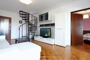 Three-Bedroom Spacious Modern Apartment SS