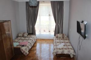 Apartment Komfort, Apartmány  Borjomi - big - 1