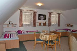 Penzion Pod Vápenkami, Guest houses  Strážnice - big - 11