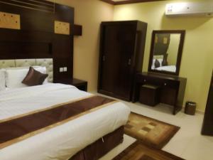 Golden Flowers Aparthotel, Residence  Al Qunfudhah - big - 9
