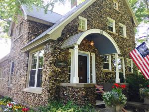 Aberdeen Stone Cottage B&B, Bed and Breakfasts  Traverse City - big - 27