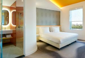 Standard Room with Panoramic City View
