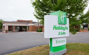 Holiday Inn Hotel & Suites St. Cloud, Hotels  Saint Cloud - big - 1