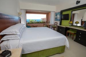 Barcelo Huatulco Beach - All Inclusive