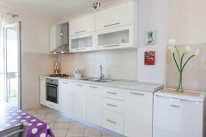 Ela Apartments, Apartmanok  Podgora - big - 8