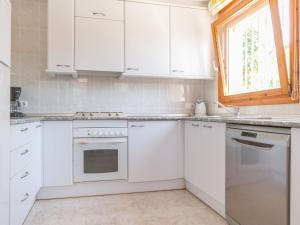 Holiday home Amfora 64, Villák  Sant Pere Pescador - big - 24