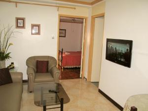 Makati Suites at Travelers Inn, Апарт-отели  Манила - big - 40