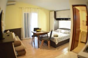 Rooms & Apartments Villa Anka, Апартаменты  Тучепи - big - 71