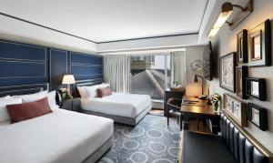 Grand Deluxe Corner Room with Two Double Beds