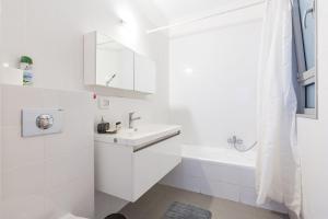 Kfar Saba Center Apartment, Апартаменты  Кфар-Сава - big - 50
