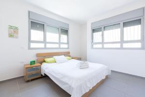 Kfar Saba Center Apartment, Апартаменты  Кфар-Сава - big - 55