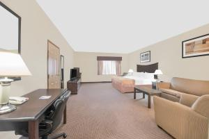 Deluxe King Room with Sofa Bed- Disability Access/Non-Smoking