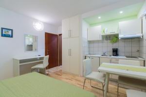 Apartments Staničić, Apartmány  Brela - big - 82