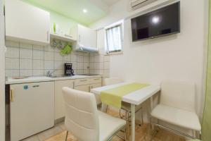 Apartments Staničić, Apartments  Brela - big - 33