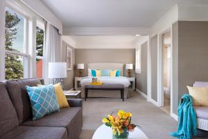 Junior King Suite - Hearing Accessible