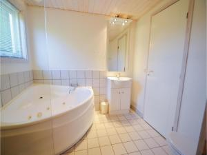 Holiday home Snedsted 60, Case vacanze  Stenbjerg - big - 10