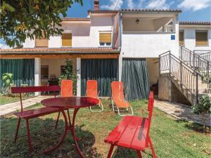 Three-Bedroom Apartment in Marcana, Ferienwohnungen  Marčana - big - 25