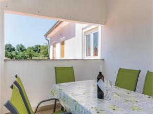 Three-Bedroom Apartment in Marcana, Apartmány  Marčana - big - 24