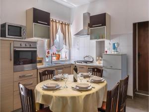 Three-Bedroom Apartment in Marcana, Ferienwohnungen  Marčana - big - 21