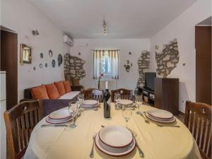 Three-Bedroom Apartment in Marcana, Apartmány  Marčana - big - 20