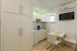 Apartments Staničić, Apartments  Brela - big - 48