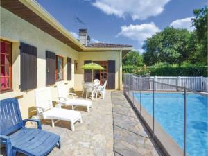 Holiday home A. Pouchiou, Case vacanze  Garrosse - big - 16