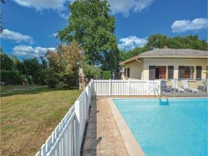Holiday home A. Pouchiou, Case vacanze  Garrosse - big - 15