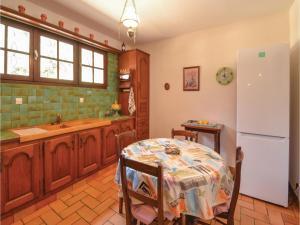 Holiday home A. Pouchiou, Case vacanze  Garrosse - big - 14