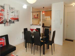 One-Bedroom Apartment in Carcassonne, Apartments  Carcassonne - big - 9