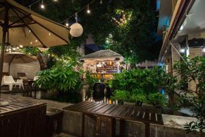 Feung Nakorn Balcony Rooms and Cafe, Hotely  Bangkok - big - 106