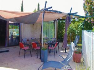 Four-Bedroom Holiday Home in Aubignan, Дома для отпуска  Обиньян - big - 17