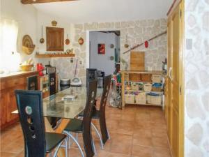 Four-Bedroom Holiday Home in Aubignan, Дома для отпуска  Обиньян - big - 11