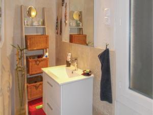 Four-Bedroom Holiday Home in Aubignan, Dovolenkové domy  Aubignan - big - 9