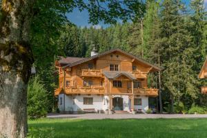 Bio-Holzhaus und Landhaus Heimat, Apartmány  Ramsau am Dachstein - big - 8