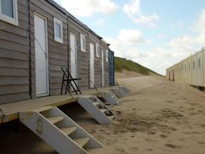 Holiday home Slapen op het Strand, Holiday homes  Castricum aan Zee - big - 1