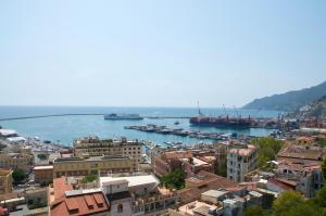 Domina Fluctuum - Penthouse in Salerno Amalfi Coast, Apartmanok  Salerno - big - 28