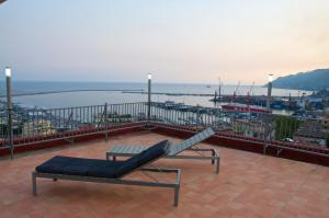 Domina Fluctuum - Penthouse in Salerno Amalfi Coast, Apartments  Salerno - big - 35