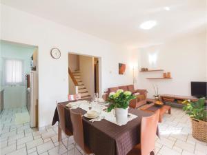 Two-Bedroom Holiday home with Sea View in Fazana, Dovolenkové domy  Fažana - big - 15
