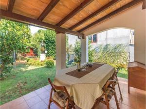 Two-Bedroom Holiday home with Sea View in Fazana, Dovolenkové domy  Fažana - big - 18