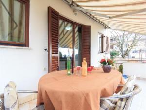 Two-Bedroom Holiday home with Sea View in Fazana, Dovolenkové domy  Fažana - big - 21