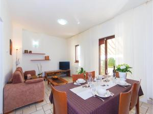 Two-Bedroom Holiday home with Sea View in Fazana, Dovolenkové domy  Fažana - big - 11