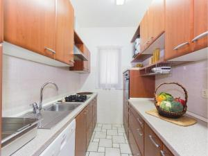 Two-Bedroom Holiday home with Sea View in Fazana, Dovolenkové domy  Fažana - big - 25