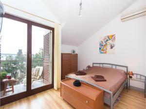 Two-Bedroom Holiday home with Sea View in Fazana, Dovolenkové domy  Fažana - big - 9