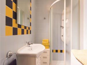 Two-Bedroom Holiday home with Sea View in Fazana, Dovolenkové domy  Fažana - big - 8