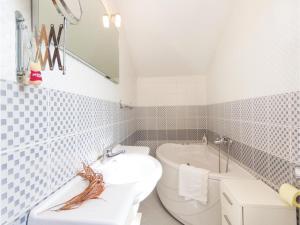 Two-Bedroom Holiday home with Sea View in Fazana, Dovolenkové domy  Fažana - big - 7