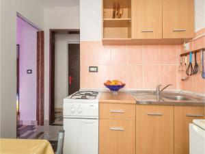 One-Bedroom Apartment in Valbandon, Apartments  Fažana - big - 16