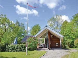 Three-Bedroom Holiday home wit..