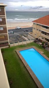 Apartamento com Varanda e Vista Mar