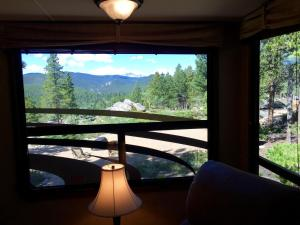 Mountain RV Experience on 35 Acres, Holiday homes  Black Hawk - big - 8